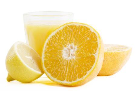 jus de citron: Un verre fra�chement press� d'agrumes (orange et de citron) de jus. Banque d'images