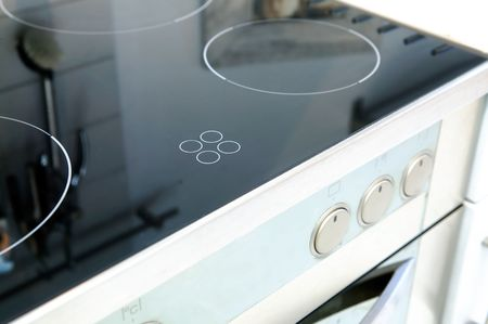 electric stove: A ceramic stove top with an oven in stainless steel.