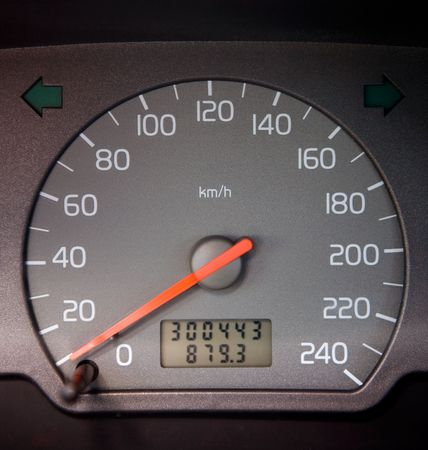analogue: A car speedometer at 0 with over 300,000 km