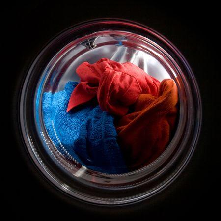 カラフルな服洗浄