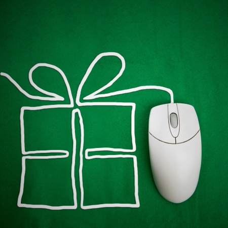 Online present shopping concept, mouse on green background with present Stock Photo - 3919365