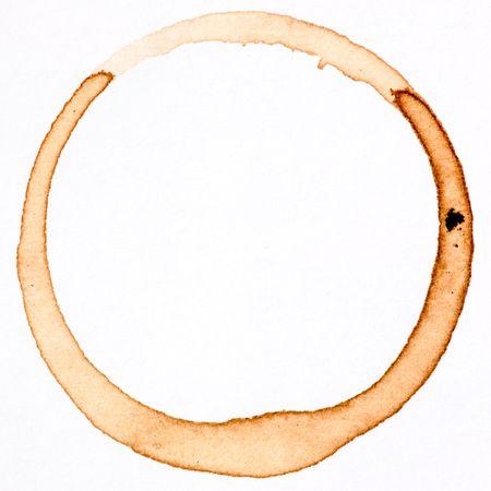 manchas de cafe: Una taza de caf� mancha aislada en blanco