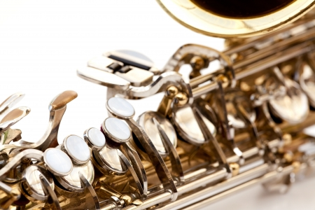 soprano saxophone: Un detalle saxofón aisladas en blanco