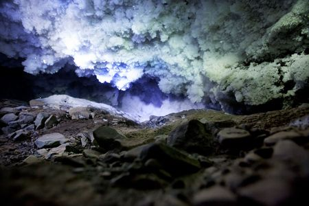 spitsbergen: A dark and mysterious snow ice cave - A glacial grotto Stock Photo