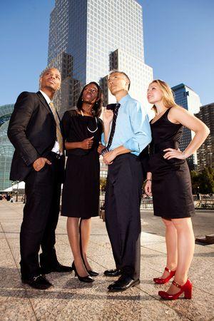 čtyři lidé: Four business people looking up. Horizontally framed shot.