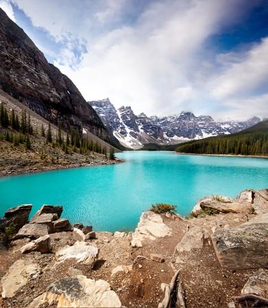 rocky mountains: Landschap van Moraine Lake, Banff National Park, Alberta, Canada