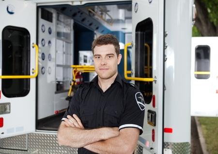 Porträt eines männlichen Ambulance Personal Standard-Bild