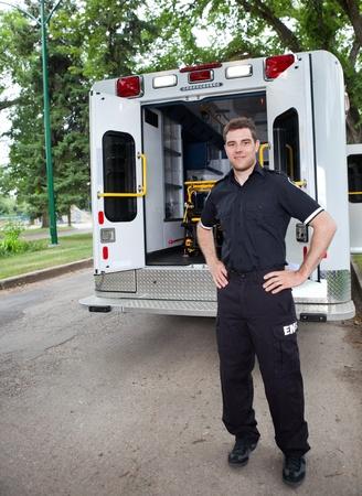 ambulancia: Conductor de ambulancia feliz permanente para un retrato al aire libre Foto de archivo