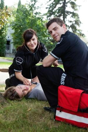 accident rate: Retrato de un equipo de EMS en respuesta a una llamada Foto de archivo