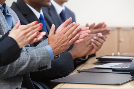 manos aplaudiendo: Imagen recortada de aplaudir empresarios Foto de archivo