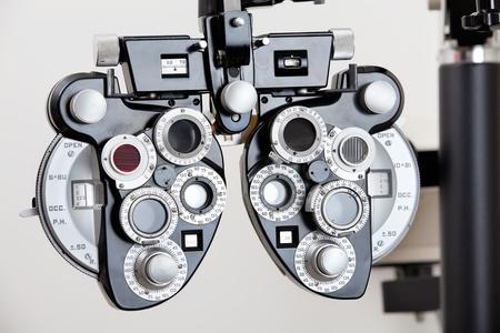 lentes de contacto: Un dispositivo óptico para medir el error de refracción de un ojo humano