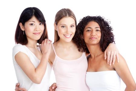 multiracial group: Grupo multi�tnico de la mujer joven aislado en fondo blanco