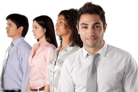 Multi-etnische groep van ondernemers geïsoleerd op witte achtergrond