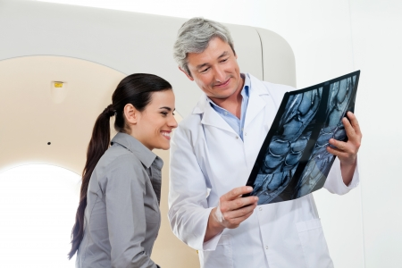 x ray equipment: Radiologist Showing X-ray Report To Patient Stock Photo
