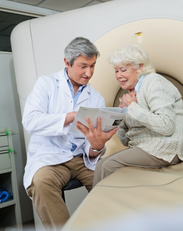 Doctor Explaining Female Patient Stock Photo - 17213631