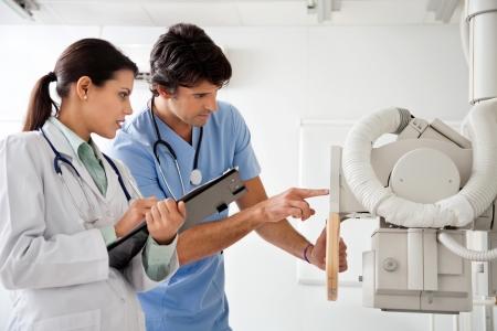 Radioloog en Technicus Werken bij Kliniek
