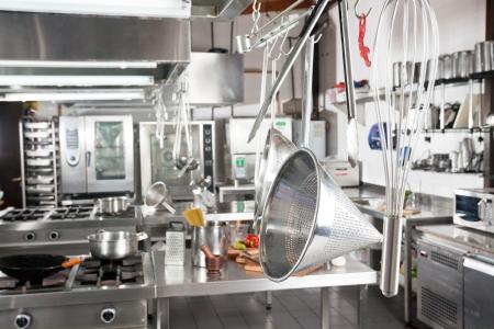 cocinas industriales: Utensilios Colgantes En La Cocina Comercial