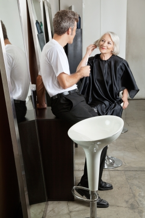 beauty parlor: Hairstylist Listening To Female Client Stock Photo