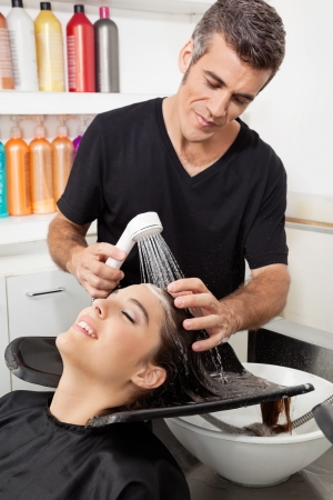 estilista: Cliente Peluquer�a Lavado s Hair Foto de archivo