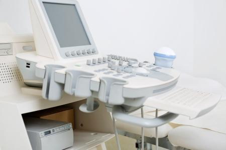 Gros plan de machine à ultrasons dans une clinique