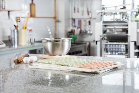 cocinas industriales: Sin cocer Ravioli Pasta En encimera En Cocina comercial