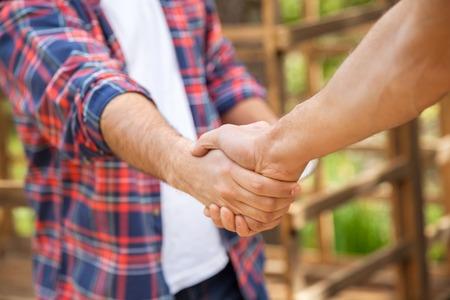 Lavoratori edili stringe la mano a Site