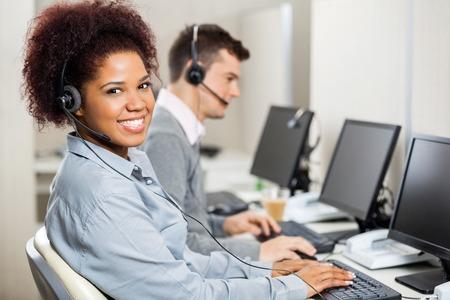 Servizio Clienti Rappresentanti Lavora Nell'ufficio