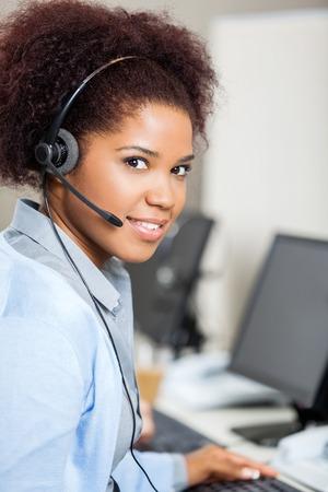 servicio al cliente: Mujer Servicio al Cliente el uso de auriculares Representante