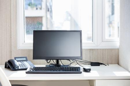 Computer And Landline Phone On Desk Standard-Bild