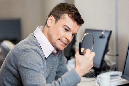 Frustriert Telefonist Halten Kopfhörer