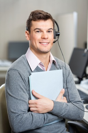 Giovane Customer Service File rappresentante della holding photo