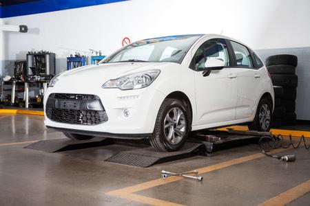 Auto per la manutenzione in officina