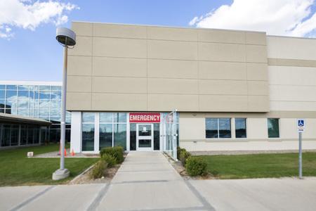 Hospital Building With Emergency Entrance 免版税图像 - 72415499