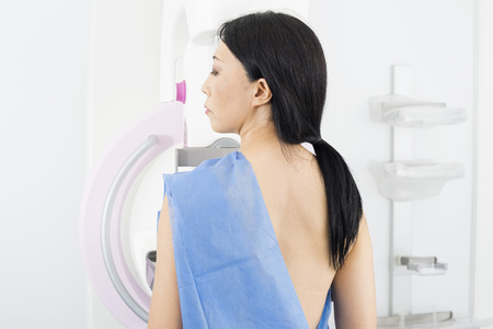 Woman Undergoing Mammogram X-ray Test 스톡 콘텐츠