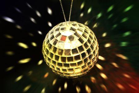 alight: palla d'oro discoteca presa da sopra con riflessioni di scendere nei pressi di esso