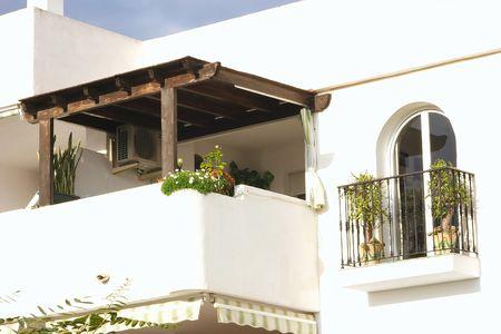 arcuate: terrazzo coperto e finestra ad arco