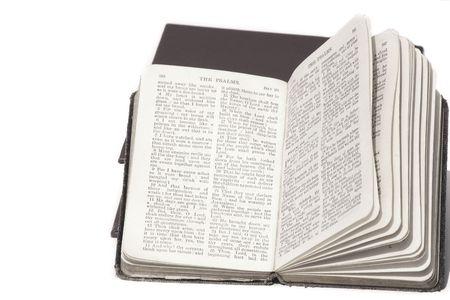 blanco y negro biblia abierta aislados más de blanco Foto de archivo - 320464