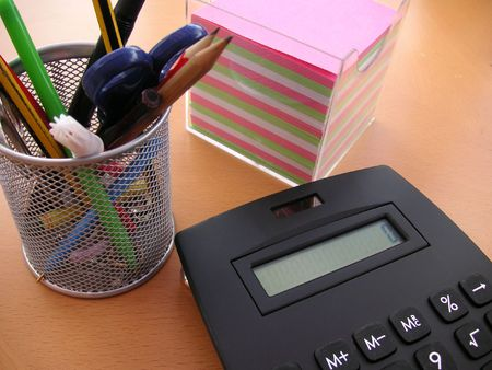 desk tidy: desk tidy and calculator  with memo notes