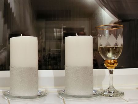 vin: glass of wine and two candles