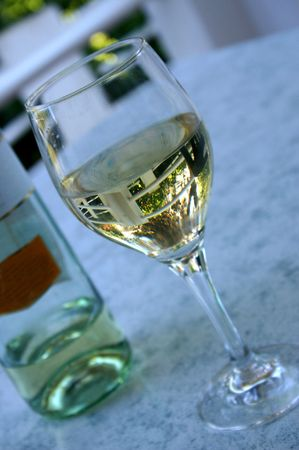 blanc: glass of wine