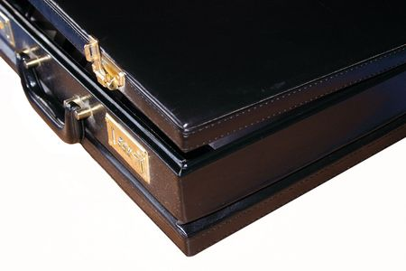 black briefcase: abierto malet�n negro sobre blanco aisladas