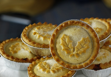 minced pie: freshly baked decorated mince pies on a plate ready to serve