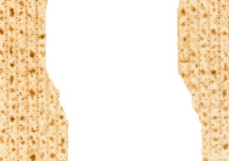 pesaj: Dos matzos rotos por la mitad Pascua Seder afikoman de matzo agrietado situado a la izquierda de la vista horizontal de fotos con un mont�n de espacio para el texto aislado en un fondo blanco Foto de archivo