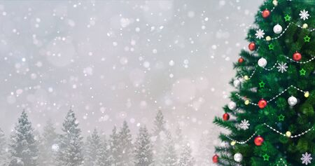 Decorated Christmas tree in winter snowy forest at snowfall, right side closeup Stockfoto - 134345874