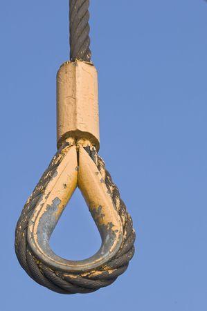 adjuntar: Cable de acero con lazo utilizado para fijar ganchos en la industria de la construcci�n Foto de archivo