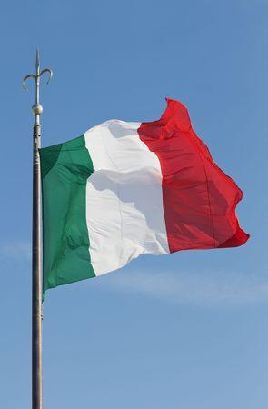 Groen, wit en rood vlag tegen een blauwe hemel  Stockfoto - 5514079