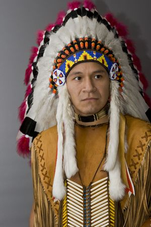indian chief: Portrait of a native american in a studio