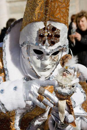 flamboyant: Portret van een vrouw in een flamboyant kostuum op het carnaval van Venetië, Italië, 2009