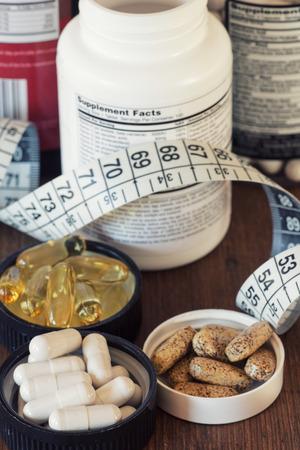 Voedingssupplementen in capsules en tabletten.