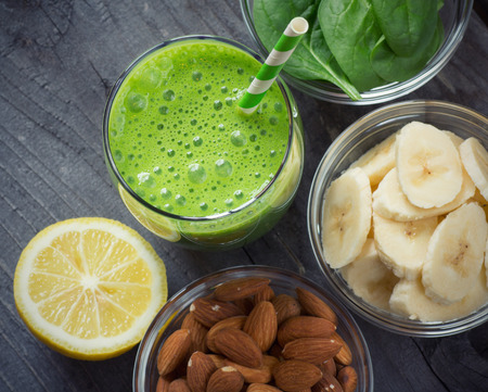 Green fresh healthy smoothie with fruits and vegetables Zdjęcie Seryjne - 38921725